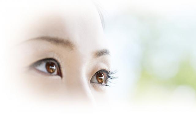 女性の眼.jpg
